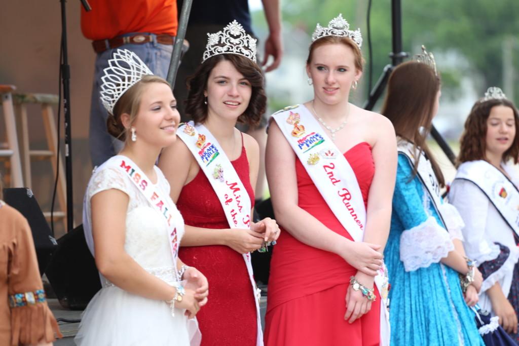 Hot air balloon queen parade18