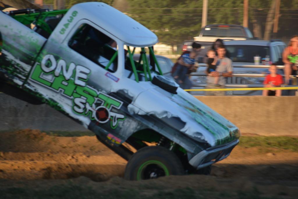 2016 Rough Truck 76