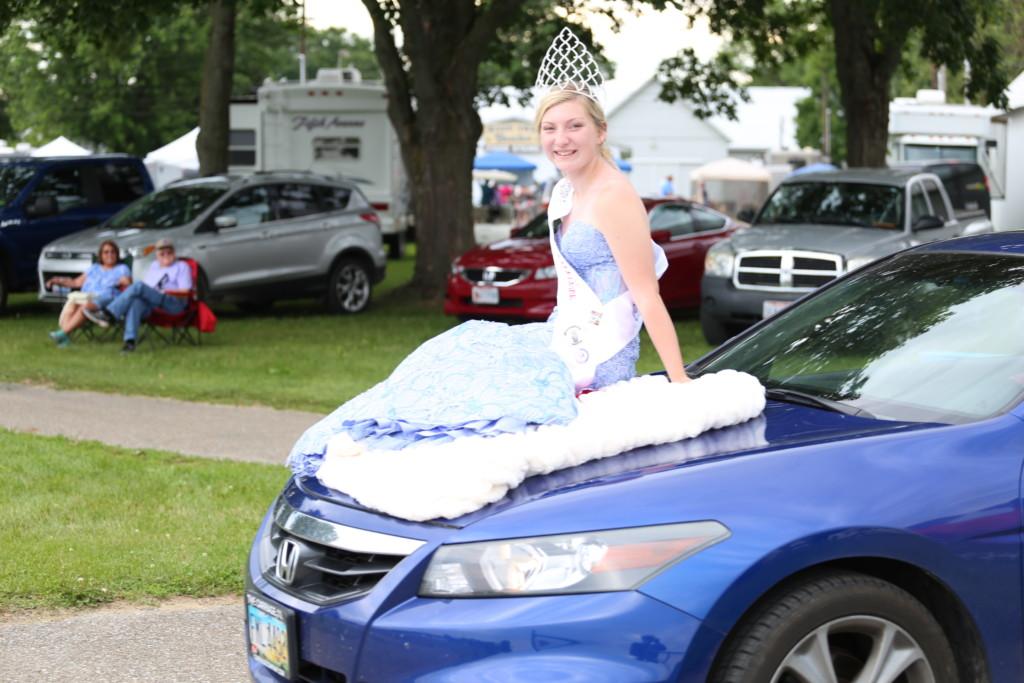 Hot air balloon queen parade03