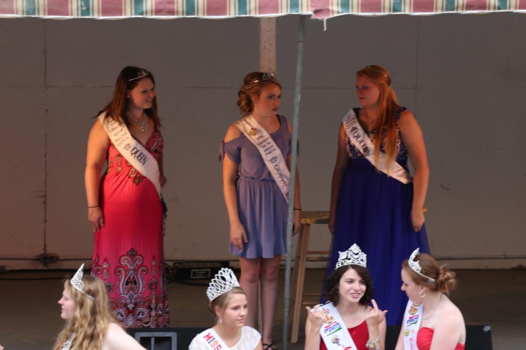 Hot air balloon queen parade10