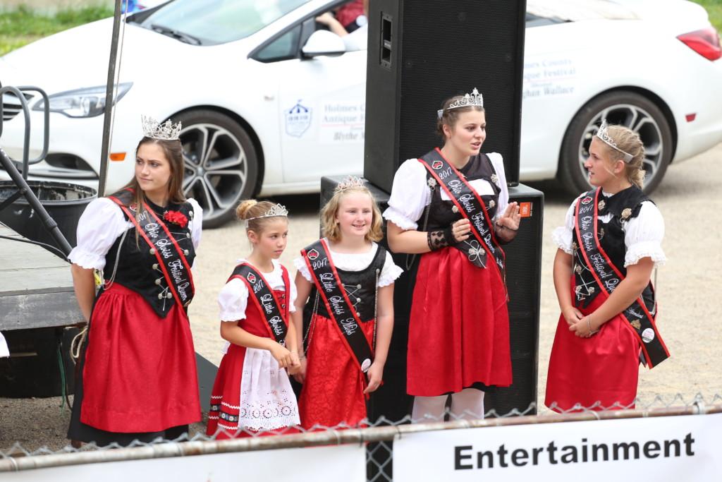 Hot air balloon queen parade14
