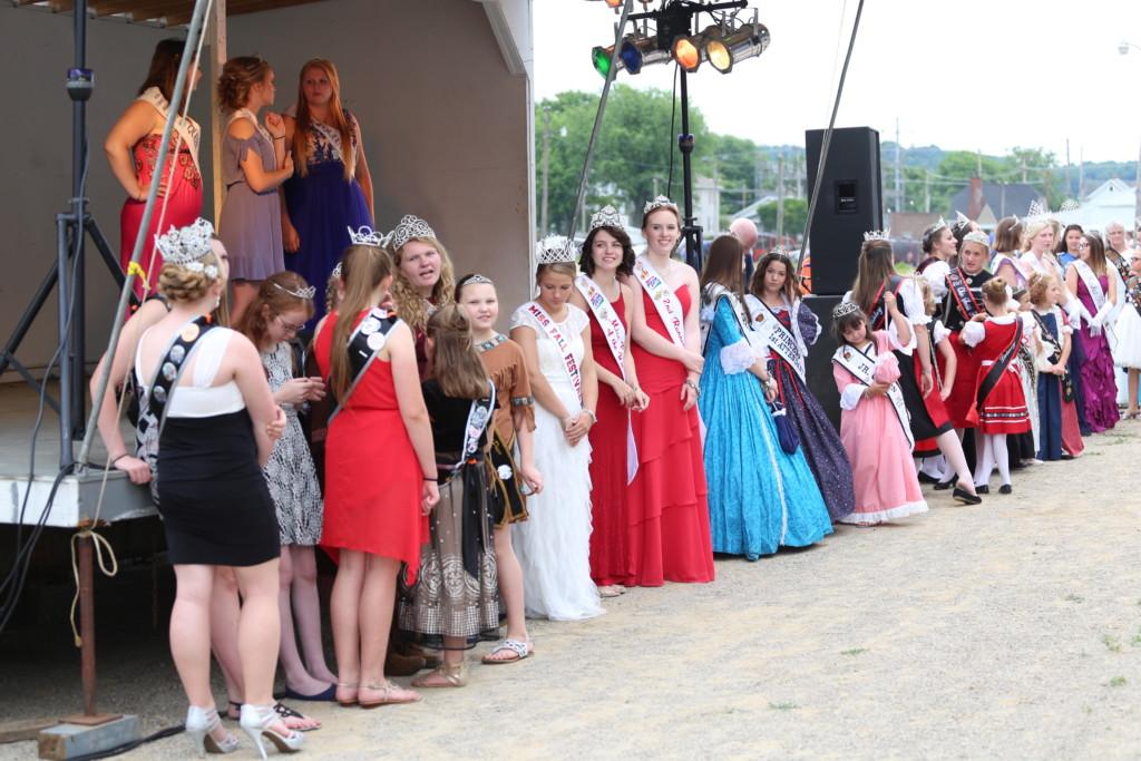 Hot air balloon queen parade16