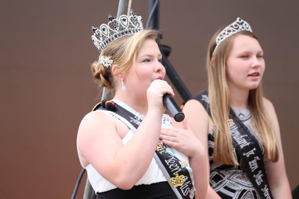 Hot air balloon queen parade25