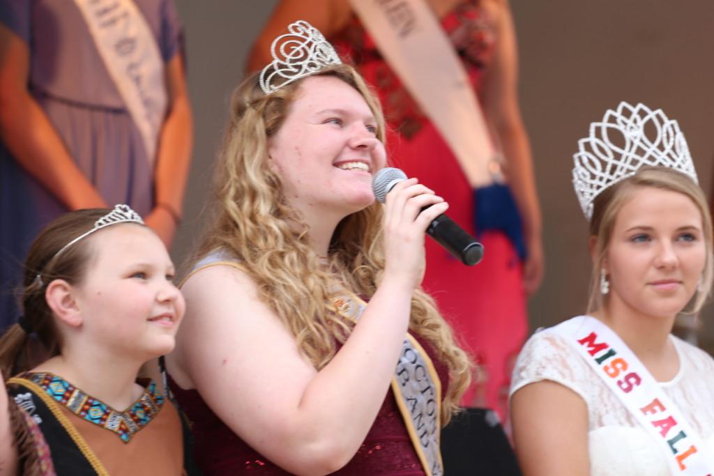 Hot air balloon queen parade28