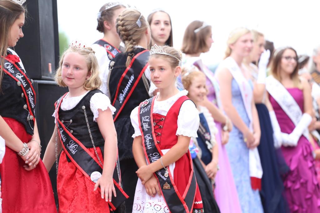 Hot air balloon queen parade30