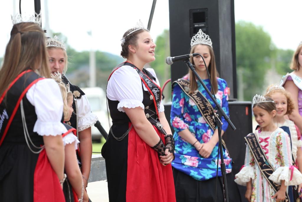 Hot air balloon queen parade37