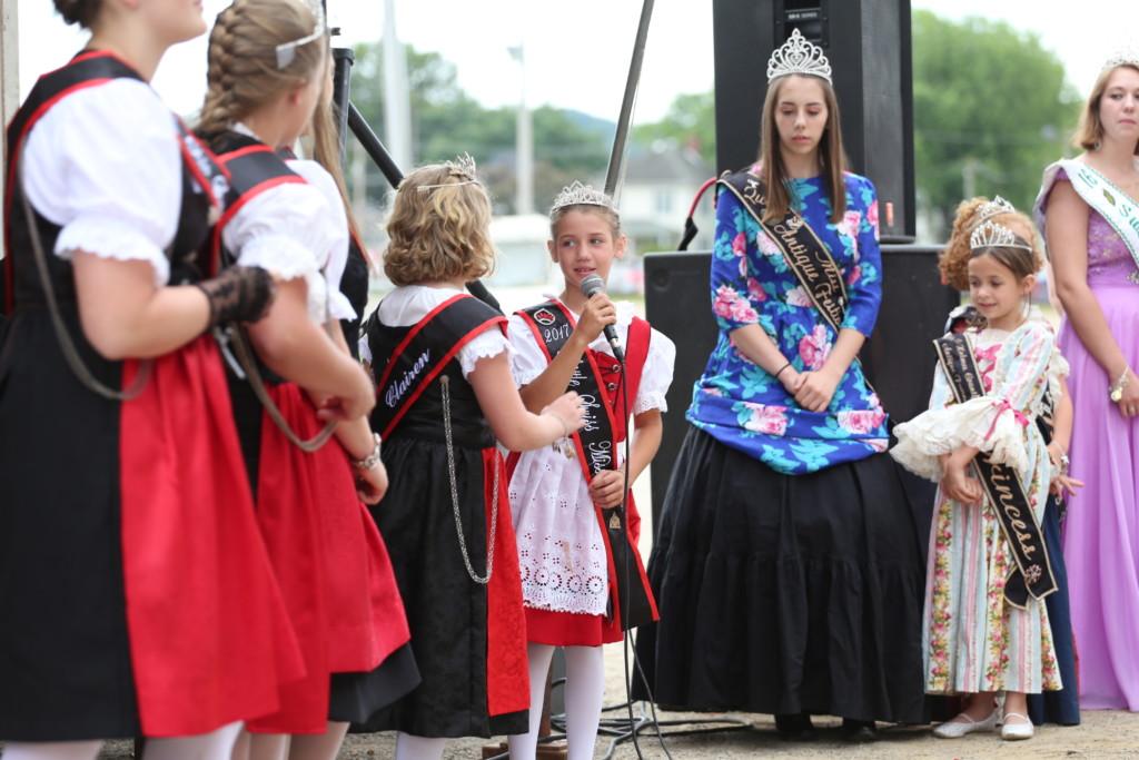 Hot air balloon queen parade38