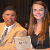 Anthony Munoz presents RVHS's Lydia Els with award
