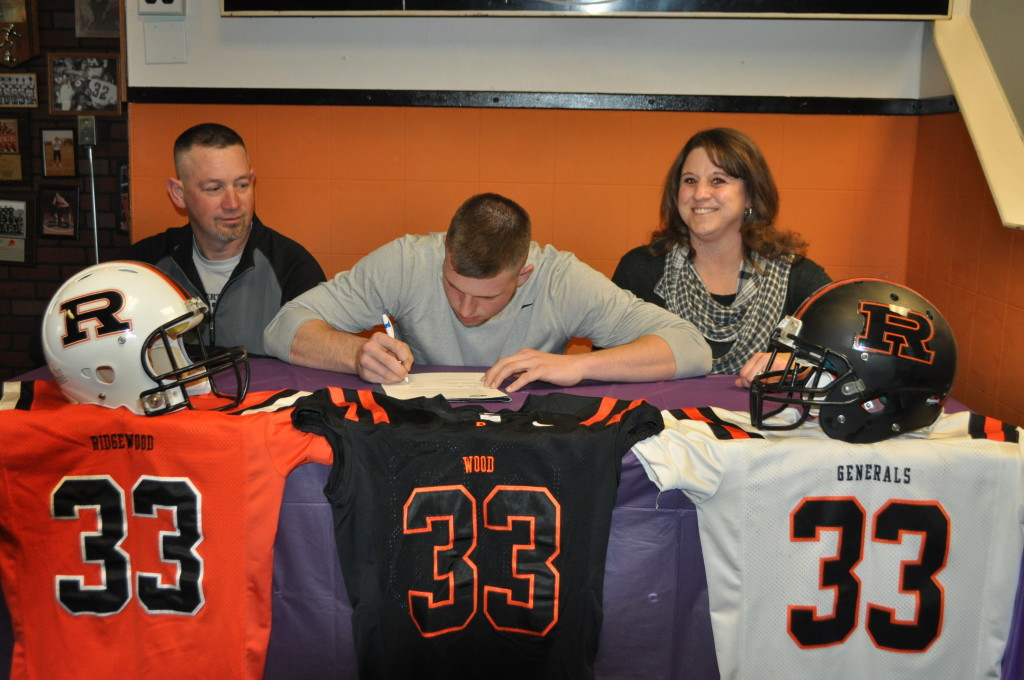Tanner Shaw signing02