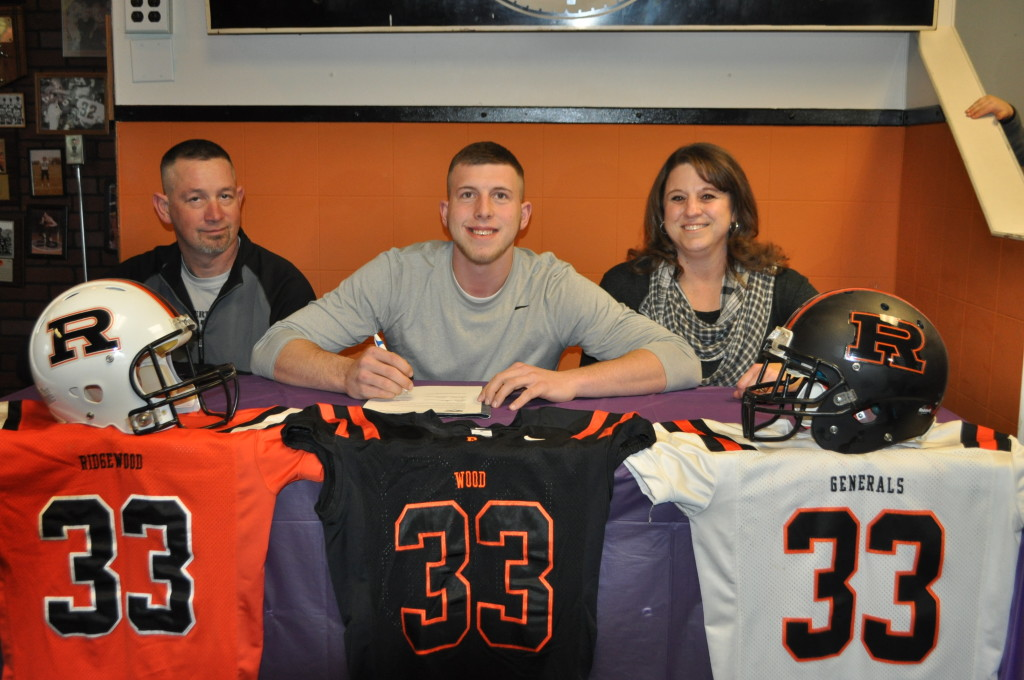 Tanner Shaw signing03