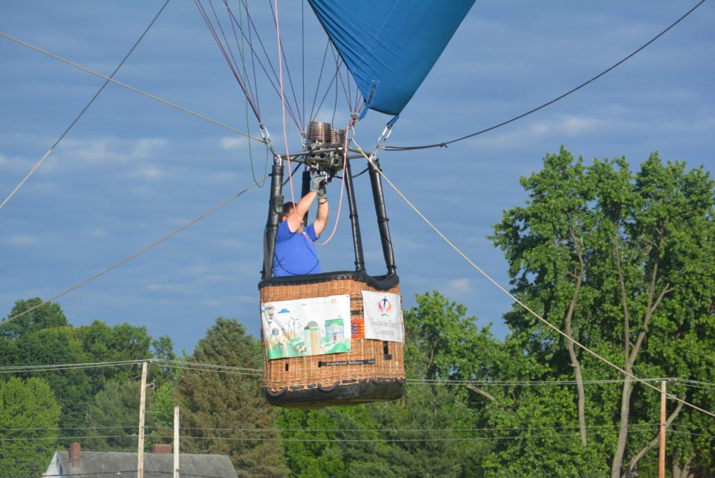 Tethered balloon rides28