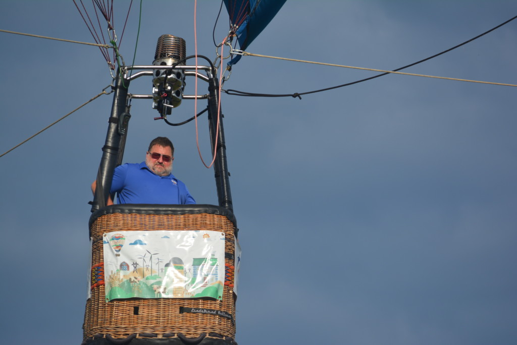 Tethered balloon rides30