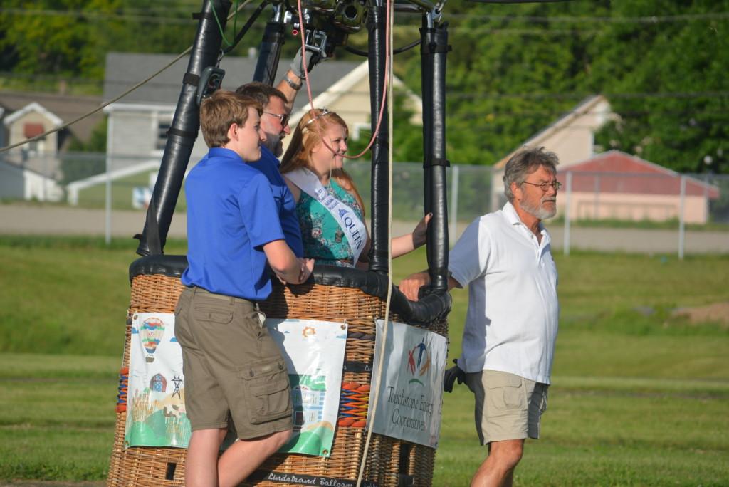 Tethered balloon rides32