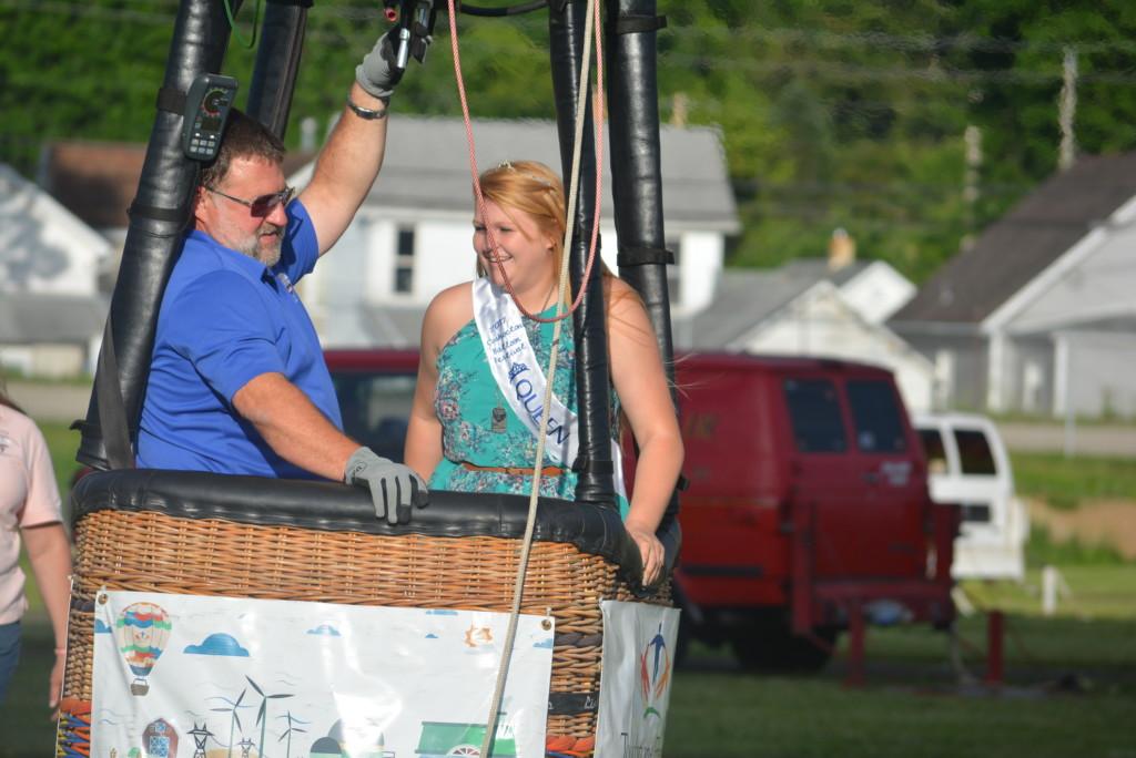 Tethered balloon rides33